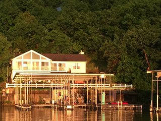 6 Bedroom Lakefront home-17MM