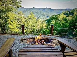 Romantic Mtn. Views-Sparkling Hot Tub-FirePit-Peaceful Privacy-WiFi-Shuffleboard