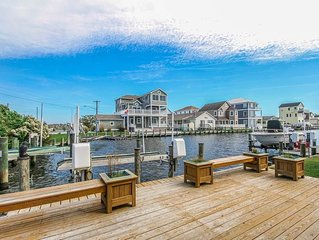 F61CW: 6BR on the canal in Cape Windsor | Minutes to the beach!