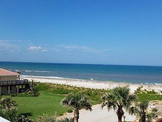 'Just Beachy' A luxury retreat w/ hot tub, sleeps 12, perfect for 1-3 Families t