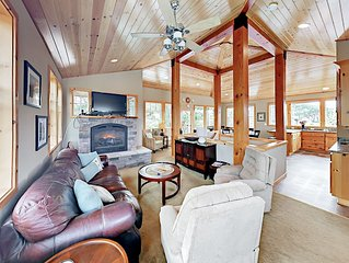 4BR Treehouse by the Sea - Hot Tub, Big Deck - 1 Block to  Beach!