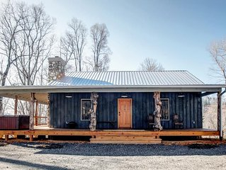 Silent Night; Private cabin with Mountain Views, Hot Tub and Fire Pit!  Marshall