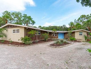 'Casa Tres Palmas'A Florida vacation home with 3 bedrooms 2 baths, a caged pool