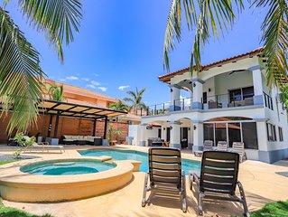 Casa Tres Cocos, Elegant Beachfront Home