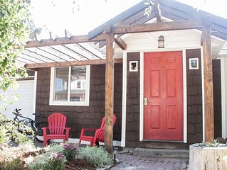 Cinder Cone Cottage-Hot Tub, Bikes, Walk! A Stone's Throw in Bend