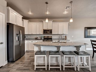NEW! Luxurious 7BR+ Zion Village Townhome *Resort Amenities Included! NEW! Views