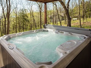 Our Westview Escape~Outdoor Hot Tub~Pool Table~Flat Screen TVs~2 Fireplaces