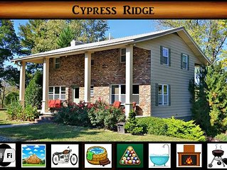 Cypress Ridge } Peaceful Country Setting / Pool Table / Five minutes from the Na