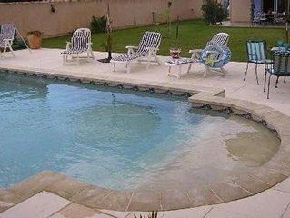 Villa 120 m² Pernes-les-Fontaines, piscine privée, jardin, pool house, terrasses