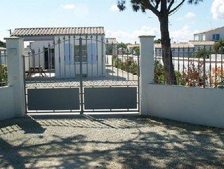 Villa contemporaine avec terrasse et cour 10min. de la plage et du centre ville