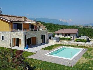 Nouvelle  villa avec piscine privée  et WIFI pour 6/8 personnes