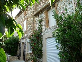 Agreable maison et son jardin ombrage