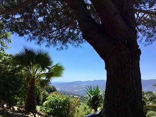 MAISON INDEPENDANTE, CHALEUREUSE ET ACCUEILLANTE dans un typique  village Corse