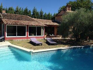 belle maison avec piscine privée sans voisinage à Roussillon