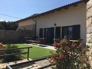 A Calvi, Maison traversante 120m² avec 2 terrasses 3 chambres/sdb 7 pers