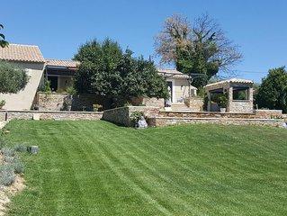 villa 'meuble tourisme 4* 'avec piscine a debordement dans le parc du luberon