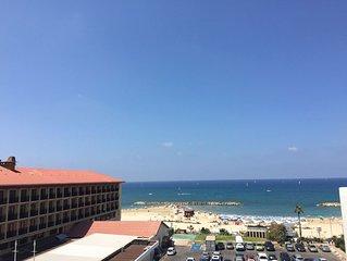 DUPLEX/ 3 ROOMS FRONT OF BEACH