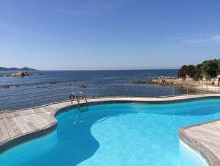 Spacieuse villa pieds dans l'eau a l'isolella avec plage et ponton privatifs