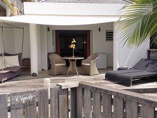 Cottage de charme CINDY, avec grande terrasse, piscine, vue mer et jardin
