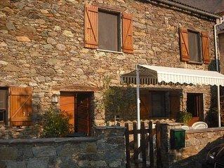 maison de village en pierres independante avec piscine à San lorenzo.