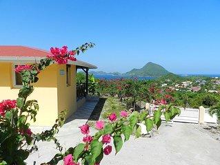 Villa d'architecture antillaise avec terrasse et vue a 180° sur la baie ***
