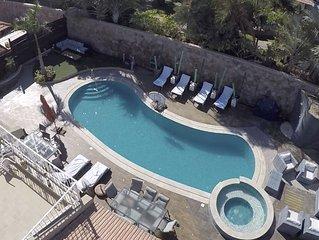Magnifique Villa 5* avec grande piscine et terrain de foot jusqu'à 14 adultes
