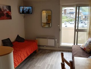 studio au pied des pistes , ideal randonnees ,parking couvert , balcon