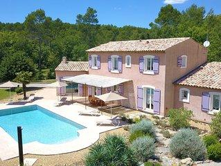 Très belle maison de vacances de style provençal, avec piscine, pour 4 à 10 pers