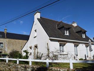 Grande maison, exposee sud, dans un charmant hameau breton