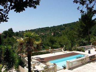 Magnifique villa avec terrasse et piscine - 5 Chambres 10 personnes