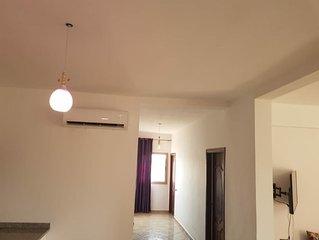 Appartement bien équipé, 3 chambres, grand séjour, Jardin et piscine...