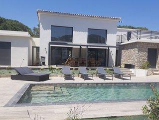 Villa d'architecte neuve, calme, piscine privée sécurisée, proche plage