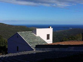 Maison typique du Cap Corse vue mer