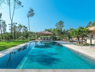 Villa de luxe dans un golf avec tennis et piscine, ménage inclus
