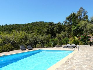 Vue magnifique mer et collines, tres calme, piscine