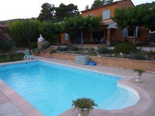 Très agréable mas Provençal pour 8 personnes avec piscine et entre mer et lacs