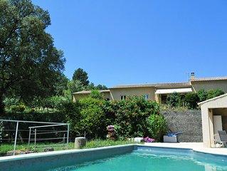 Villa en LUBERON proche de ROUSSILLON avec piscine