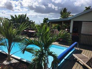 Bungalow cosy avec piscine surplombant l'océan ☀️