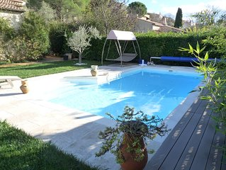 Jolie maison au calme dans un cadre de verdure avec piscine