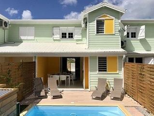 Jolie maison neuve, résidence privée, 4 personnes, piscine privée, plage à 800m