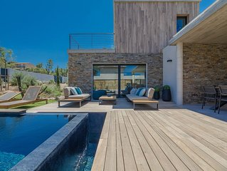 Superbe maison contemporaine piscine chauffee