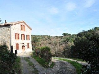 Gite de charme dans parc prive de 16ha avec lac et riviere pres Carcassonne.