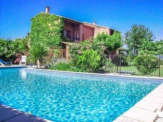 A Courthézon proche d'Avignon, villa de vacances, piscine, beau parc