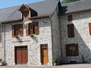 Maison en belles pierres apparentes-un nid douillet à Trein d'Ustou.