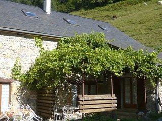 Gîte Jaune - Maison sur propriété de 5 ha, piscine, sauna, animaux,