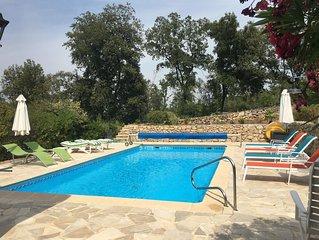 Propriété de 12 personnes avec piscine privée
