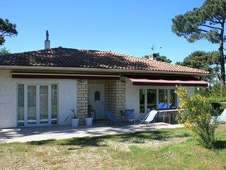 Grande maison familiale situee a 2 mn a pied de la plage du bassin et commerces.