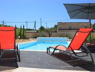 Villa neuve clôturée avec piscine proche centre village Pernes-les-Fontaines