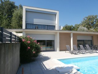 Villa contemporaine climatisee avec piscine independante Malaucene