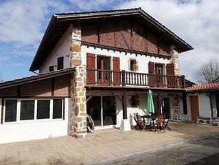 Tres bel appartement pour 10 personnes dans authentique maison basque